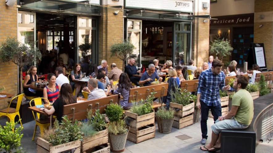 Take It Outside: Why Outdoor Dining Means Big Bucks For Restaurant Brands